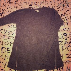 Warm and comfy sweater with zippers!